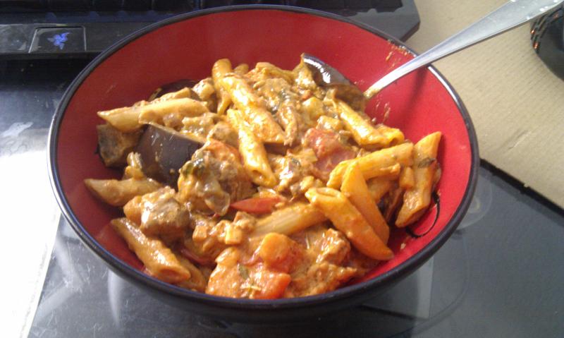 Aubergine Tomate Nudeln Rindfleisch